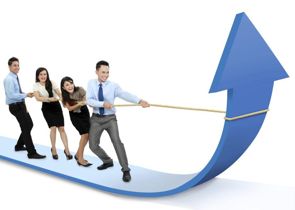 team-pulling-arrow-of-success